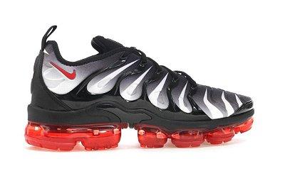 Tênis Nike Air Vapormax Plus - Preto e Vermelho
