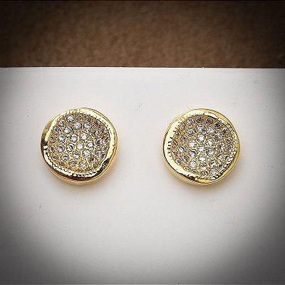 Brinco dourado com pequenos cristais