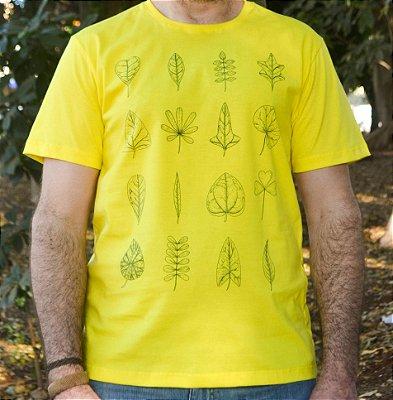 Camiseta em Algodão Orgânico - Estampa Forma de Folhas - Artista: Joelcio Freitas