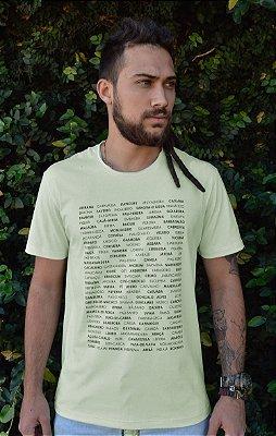 Camiseta Masculina em Algodão Orgânico - Estampa Nome de árvores - Artista Heris Rocha
