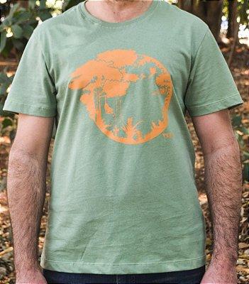 Camiseta Linha Tingimento Natural - Estampa Sucessão Ecológica - Artista Laura Romano