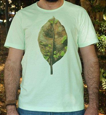 Camiseta em Algodão Orgânico - Estampa Folha Seca - Artista: Priscila Fernandes