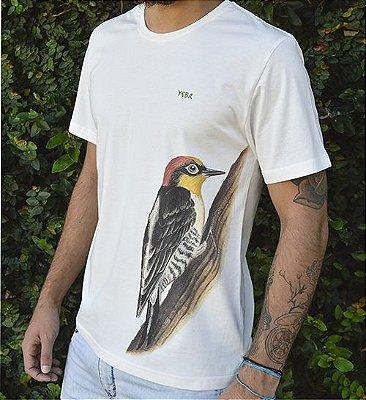 Camiseta Masculina em Algodão Orgânico - Estampa Benedito de Testa Amarela - Artista: Priscila Fernandes