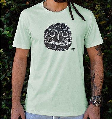 Camiseta Masculina em Algodão Orgânico - Estampa Coruja Buraqueira - Artista: Luccas Longo