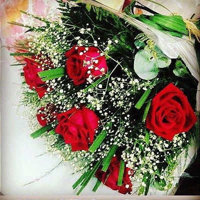 Buquê de 06 Rosas Vermelhas
