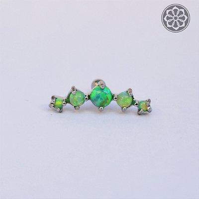 Piercing Microbell Reto Cluster - com 5 pedras de Opala Verde - em Aço