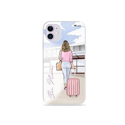 Capinha Girl Travel com nome para iPhone - 99Capas