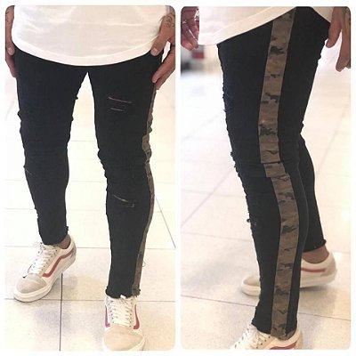 Calça Black Skinny Destroyed com Faixa Camuflada - Degrant