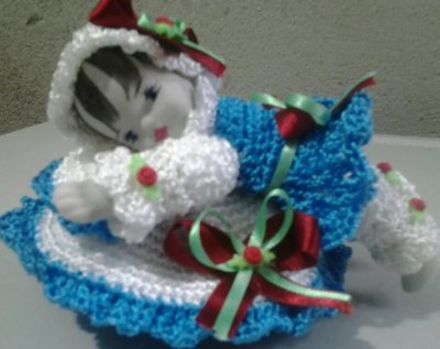 boneca de porcelana e crochê com sabonete