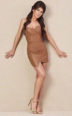 Vestido tomara que caia com saia assimétrica