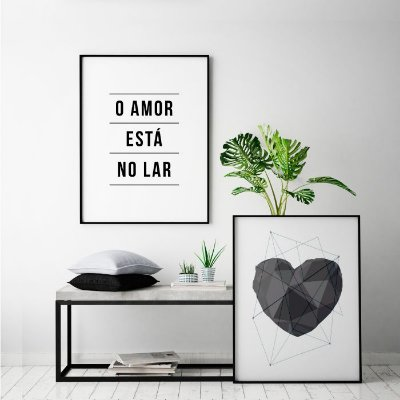 Conjunto Quadros Posters O Amor Está no Lar + Coração Geométrico Cinza 50x70 cm Cada - Molduras Pretas