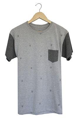 T-Shirt Dög Life com Bolso