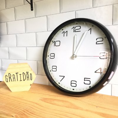 Relógio de Parede Plástico Preto e Branco
