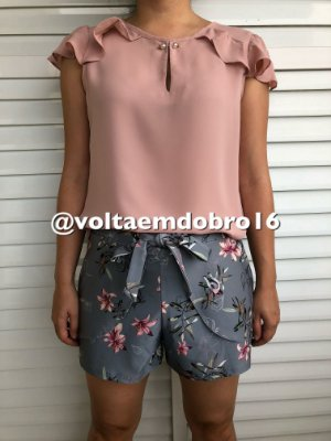 Shorts Detalhe Pala Frente e Ilhos