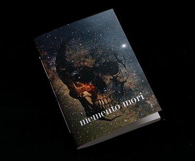 Caderno artesanal de bolso A6 com capa em papel perolado - Memento Mori