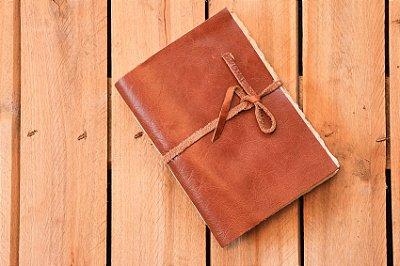 Caderneta de couro caramelo envelhecida