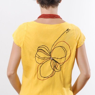 Vestido Plus Size de Tencel Flor nas Costas Amarelo
