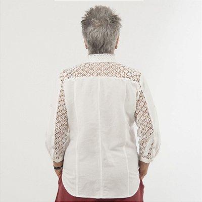 Camisa Plus Size de Linho com Renda Pérola