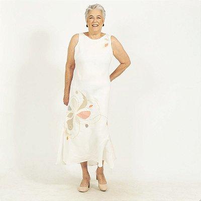 Vestido Plus Size de Linho Pérola Flor na Frente