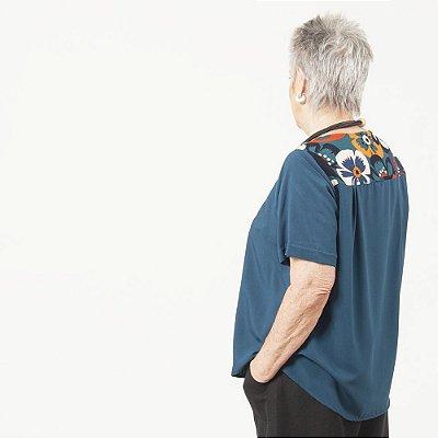 Camiseta Plus Size de Viscose Azul Petróleo Pala Estampada