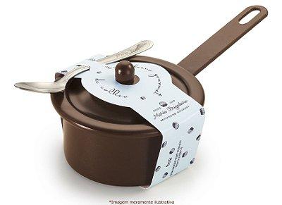 Brigadeiro de colher na panela marrom sabor tradicional