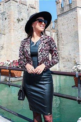 Vestido em Couro Fake Moda Evangelica com Casaco em Animal Print RP