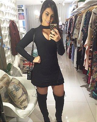 Macaquinho que imita vestido preto