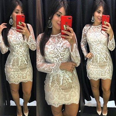 Vestido renda chantilly