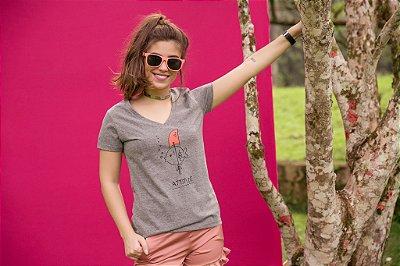 Camiseta Feminina Decote V Peixe Attitude