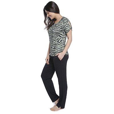 Pijama Feminino com Calça Preta e Blusa Zebra Lounge