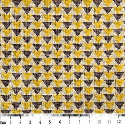 Tecido Tricoline Estampa Triângulos Cinza e Amarelo (Fundo Creme) - 50 cm x 150 cm