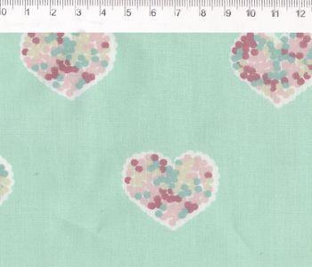 Tecido Tricoline Estampado Patch Love - Coração (Fundo Verde) - Coleção Vanessa Guimarães - 50cm x 150cm