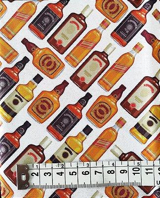 Tecido Estampa de Garrafas de Bebida Whisky - Fundo Branco - 100% Poliéster - (45cm x 50cm)
