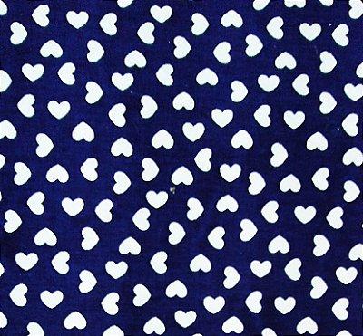 Tecido Tricoline Estampa Coração Branco (Fundo Azul) - Corte Mínimo de 50 cm x 150 cm
