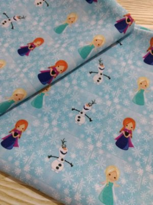 Tecido Estampa Exclusiva de Personagens - Frozen, Elsa, Ana e Olaf - 100% poliéster - Preço de 80cm x 60cm