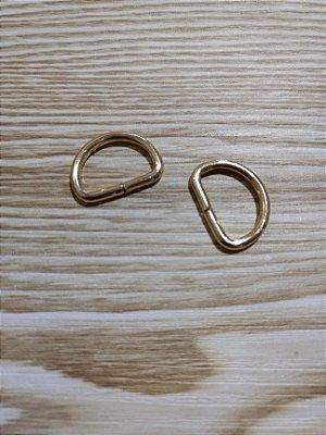 Meia Argola ou Argola D - Dourada - 2 cm x 1,2 cm - Preço de 2 unidades