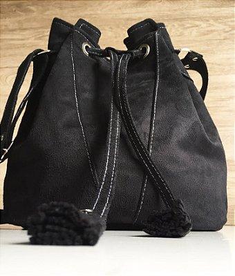 Bolsa saco feita em camurça preta