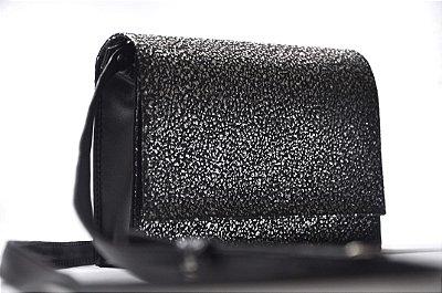 Bolsa preta com detalhes prata pequena