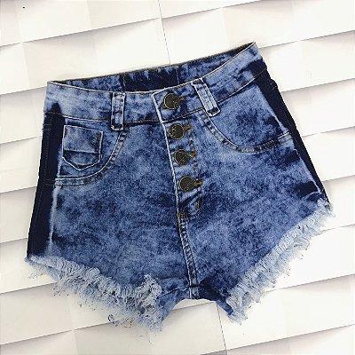 Shorts Jeans com Detalhe Manchado na Lateral 4 Botões