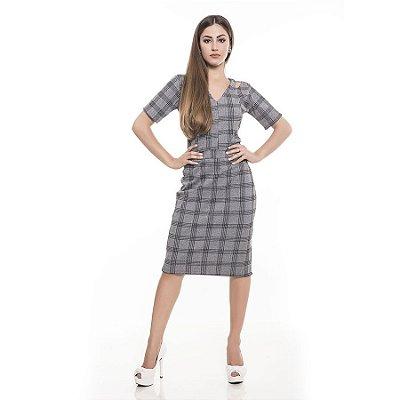 Vestido em bandagem xadrez com recorte na cintura e detalhe no ombro
