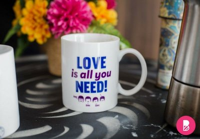 Caneca: Love is all you need