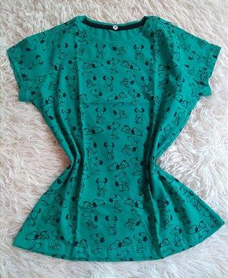 T Shirt Feminina Para Revenda Snoopy Fundo verde