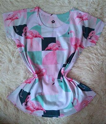 T Shirt Feminina Para Revenda Flamingos Fundo Colorido