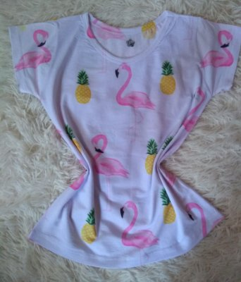 T-Shirt Feminina Para Revenda Flamingos e Abacaxis