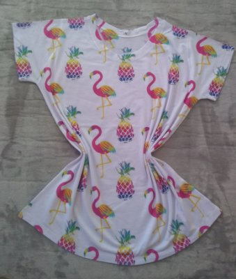 T Shirt Feminina Para Revenda Flamingos e Abacaxis Coloridos