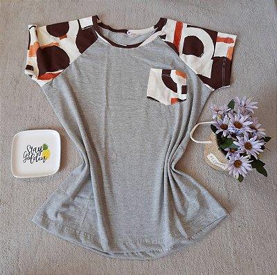 T-Shirt Feminina no Atacado Abstrata Bolso