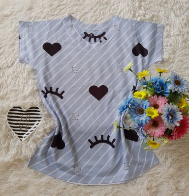 T-Shirt Feminina no Atacado Corações e Cílios