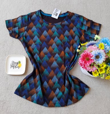 T-shirt Triângulos coloridos