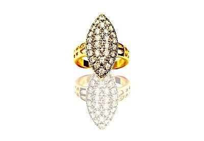 Anel folheado a ouro cravejado com zircônias cristais