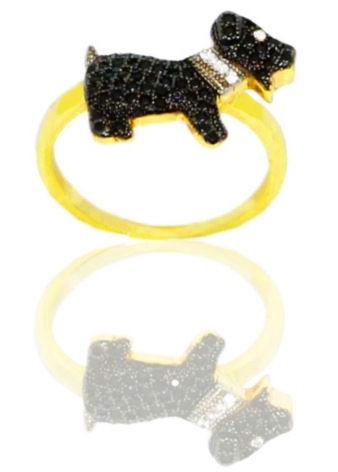Anel folheado dog cravejado com zircônias negras folheado em ouro
